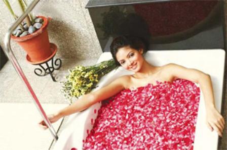 bồn tắm sang trọng với  toto
