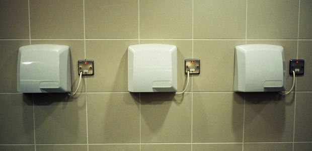 Máy sấy tay toto lắp ở phòng vệ sinh công cộng